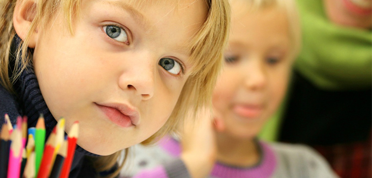 Photo représentant des enfants à l'école